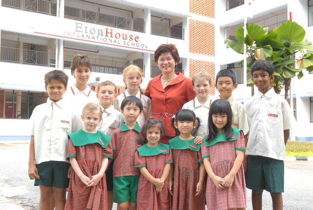 EtonHouse Founder Mrs Ng Gim Choo with students in Broadrick Campus, 2006. jpg